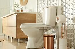 Comment bien intégrer les toilettes dans la salle de bains ?